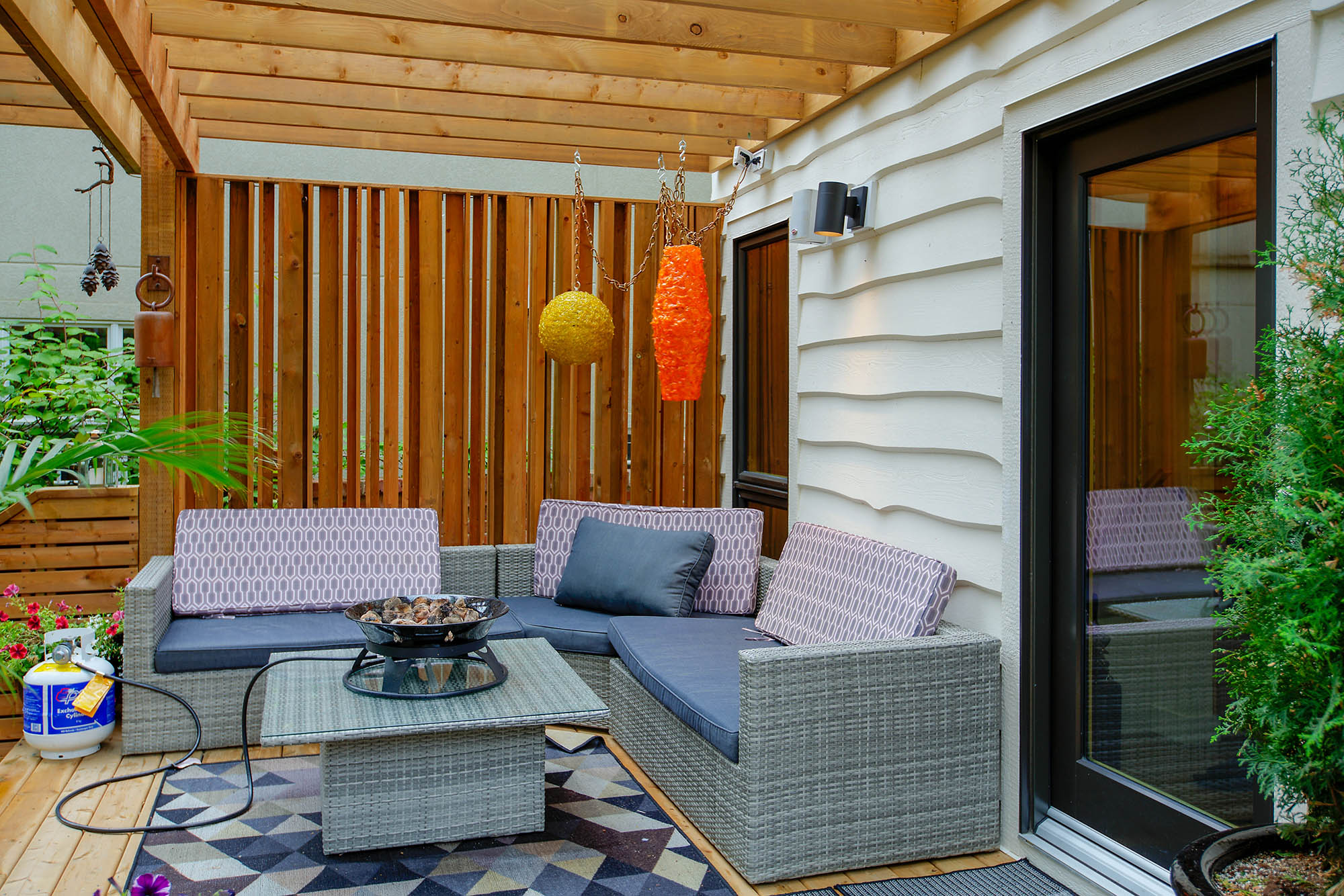 Suite Home Renovations - Deck with privacy screen and pergola